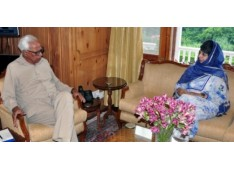 CM Mehbooba discuss Kashmir problems with Governor