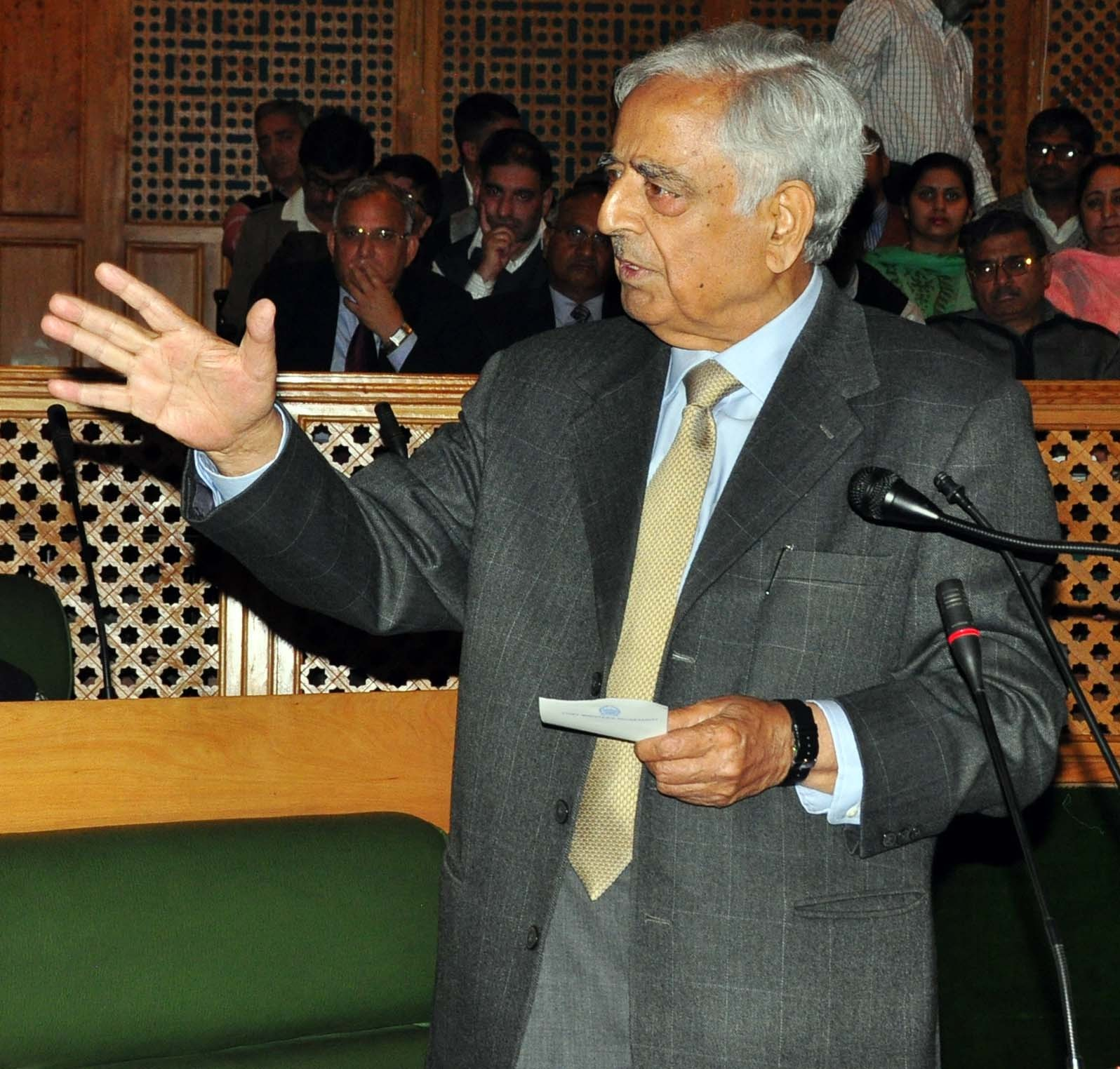 Kashmir's appeal as high-end destination to grow via chopper package, says Mufti