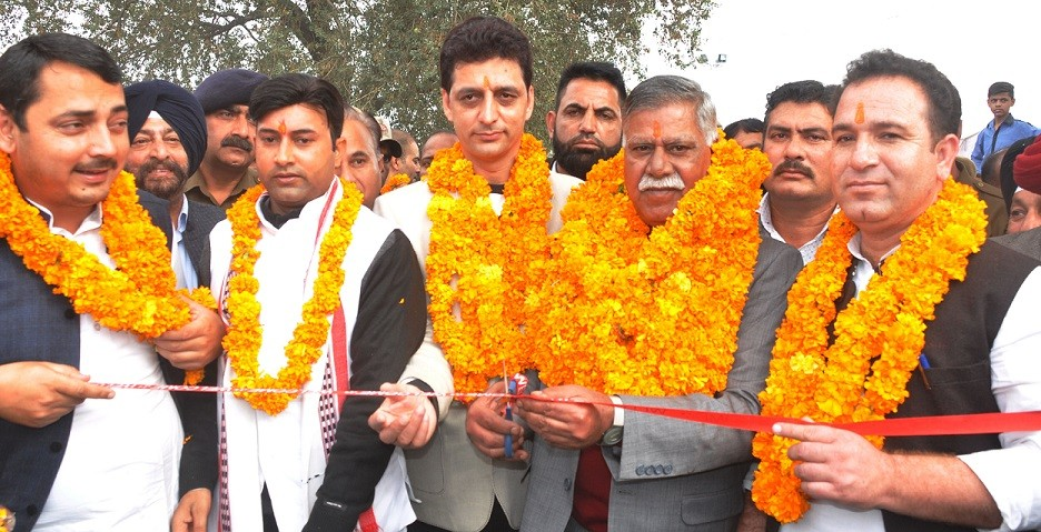 Thousands pay obeisance on inaugural day of Jhiri Mela