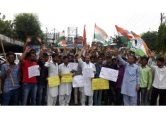 Congress held a massive protest against state government over non inclusion of Gojri and Pahari language in school curriculum
