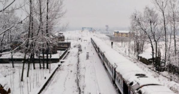 Kashmir freezes in Chillai Kalan period ; Jammu chills at 5 degree