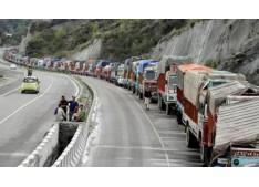 Srinagar-Leh highway closed for fifth consecutive day