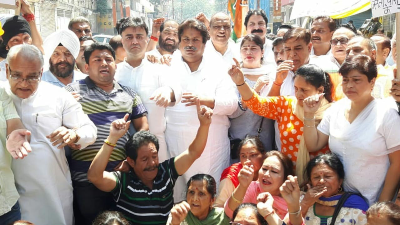 Congress holds protest over price hike, border situation  BJP 'fleecing' citizens with frequent hike in prices of petrol & diesel