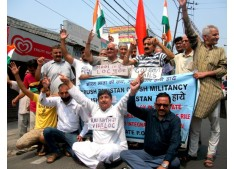 Dimple holds mass dharna, conveys HM Raj Nath Singh that not time for celebrating Iftiar Parties