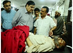 Advisor Vyas visits Thakrai road accident victims at GMC Jammu; Directs for providing best possible medicare facilities