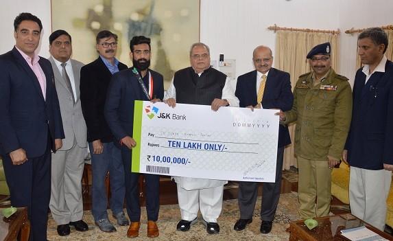 Governor felicitates Asian Games Bronze Medalist Bhanu Pratap and
