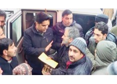DC shopian visits snow affected areas of the district. Distributed relief item to houses gutted early in the morning.