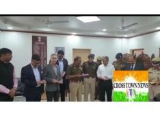 "DGP J&K Dilbagh Singh released a book titled ""Chakarvyuh Ka Saatwaan Dwar""  written by Sujit Kumar DIG, Udhampur Reasi Range"