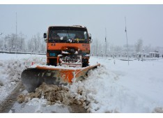 DC Shopian reviews snow clearance measures, takes stock of supply position