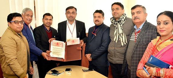 CSIR-CIMAP signs MoU with Shrine Board for providing technical support to make agarbattis from flower waste