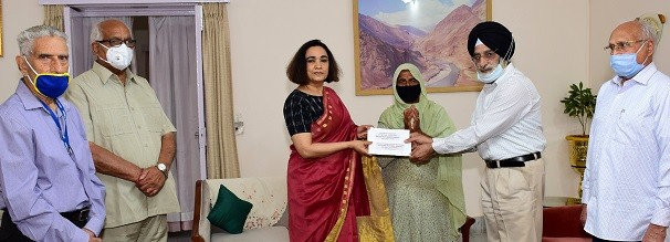 First Lady releases financial assistance sponsored by NGOs and concerned citizens to Non-pensioner Widows from Armed Forces
