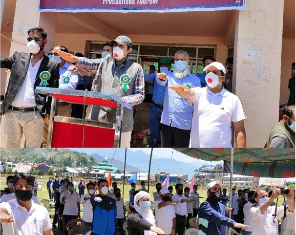 DC Bandipora hails youth in dealing with pandemic crisis; Interacts with group at Sports Stadium