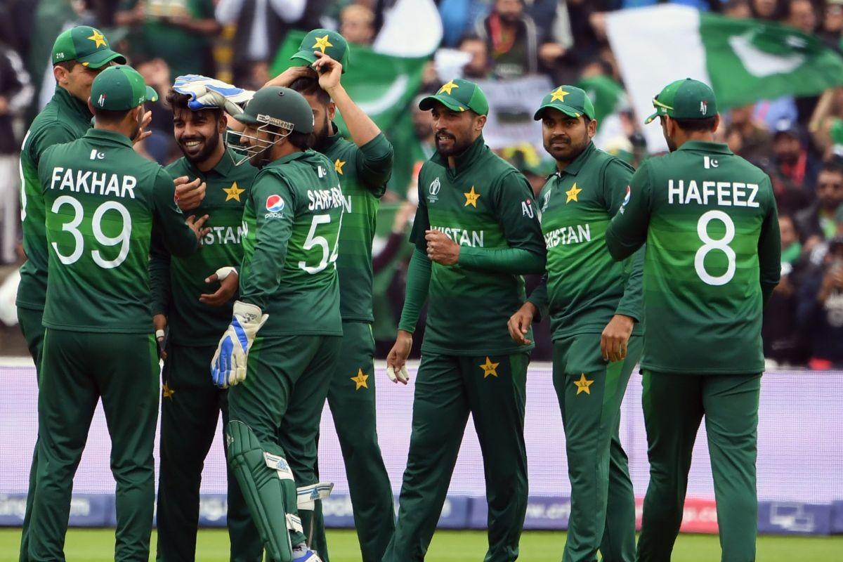 10 Pakistan cricketers including Hafeez & Wahab Riaz test positive for Coronavirus