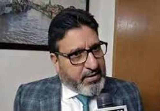 Will hit roads if administration continues to remain non-responsive towards public issues: Altaf Bukhari