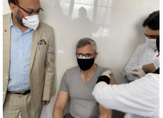 Omar Abdullah takes first dose of Covid vaccine