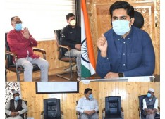 DC Bandipora discuses Covid containment measures with trade members