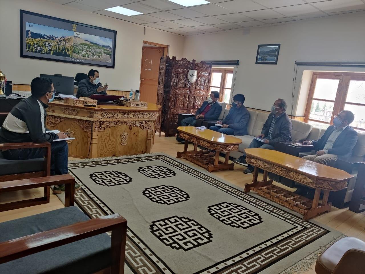 Ravinder Kumar convenes a meeting on honey production in Ladakh