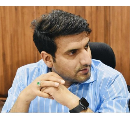 Unvaccinated persons to be tested at entry of Shopping Stores/Malls: DC Srinagar