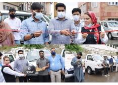 DC Bandipora hands over commercial vehicles to beneficiaries under Mumkin Scheme
