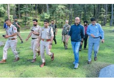 DC B'la visits Upper Reaches of Rafiabad; Five Members of a Nomad family died in the Natural Disaster