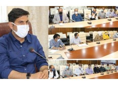 DC Srinagar assures of all possible support under Govt Schemes to revive traditional crafts