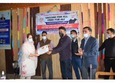 DC Kulgam felicitates, health care workers for 100 percent vaccination